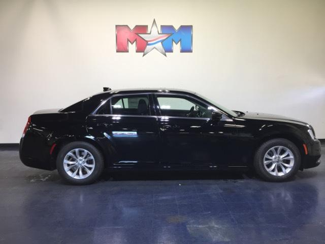 New 2019 Chrysler 300 Touring RWD RWD 4dr Car