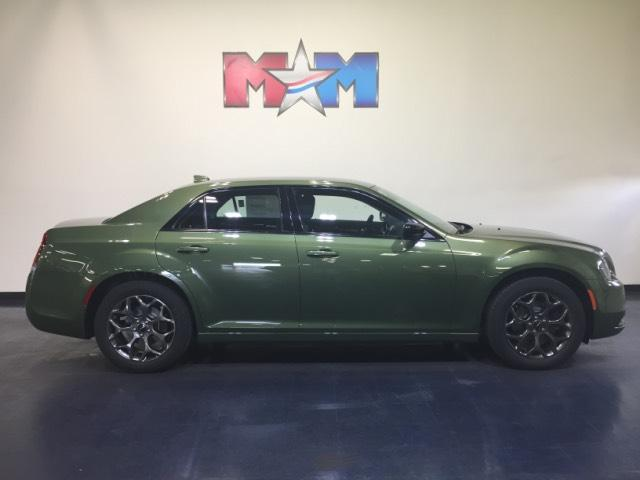 New 2018 Chrysler 300 Touring AWD