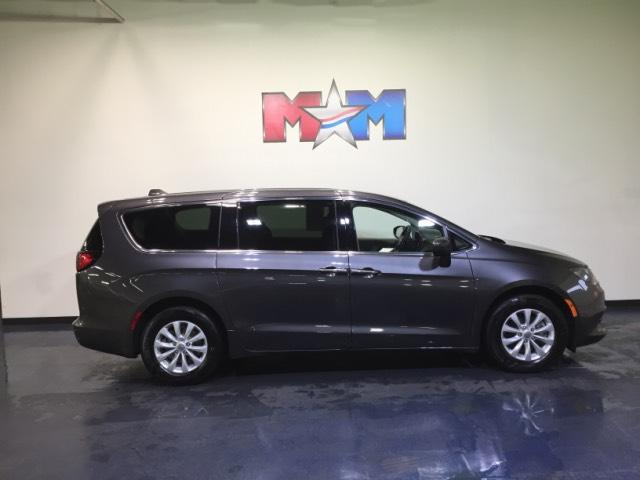 Pre-Owned 2017 Chrysler Pacifica Touring FWD FWD Mini-van, Passenger