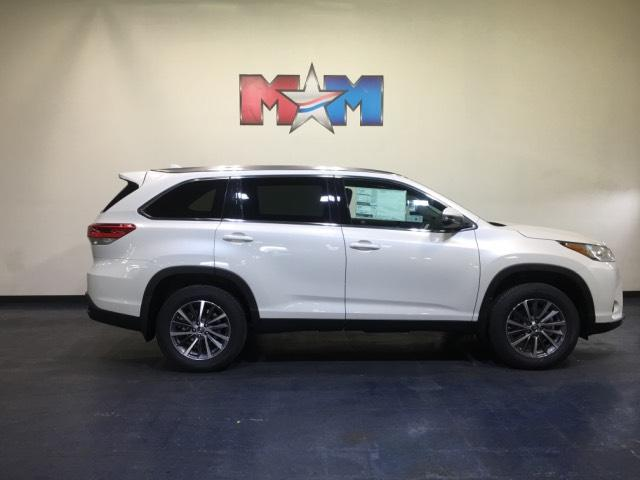 New 2019 Toyota Highlander XLE V6 AWD With Navigation