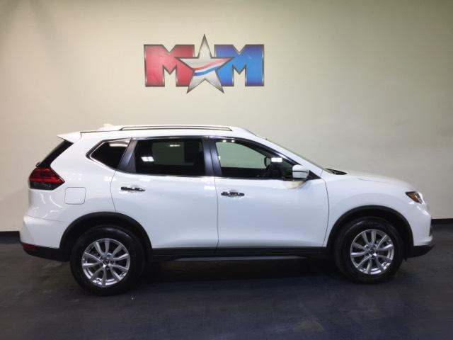 Pre-Owned 2017 Nissan Rogue AWD SV AWD